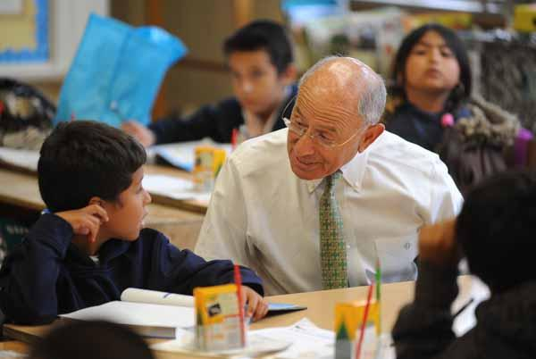 LAUSD Superintendant Ramon Cortines chats with a fourth grader at Gulf Elementary School in Wilmington.