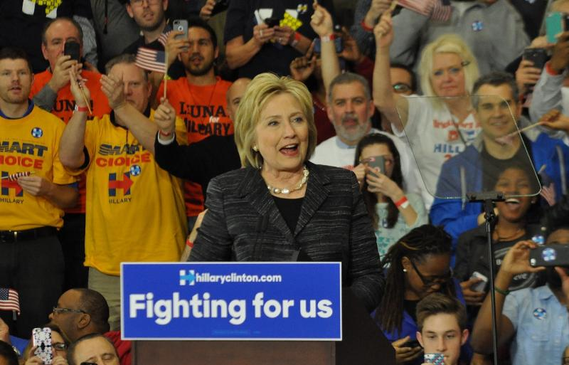 Photo of Hillary Clinton campaigning in Cleveland