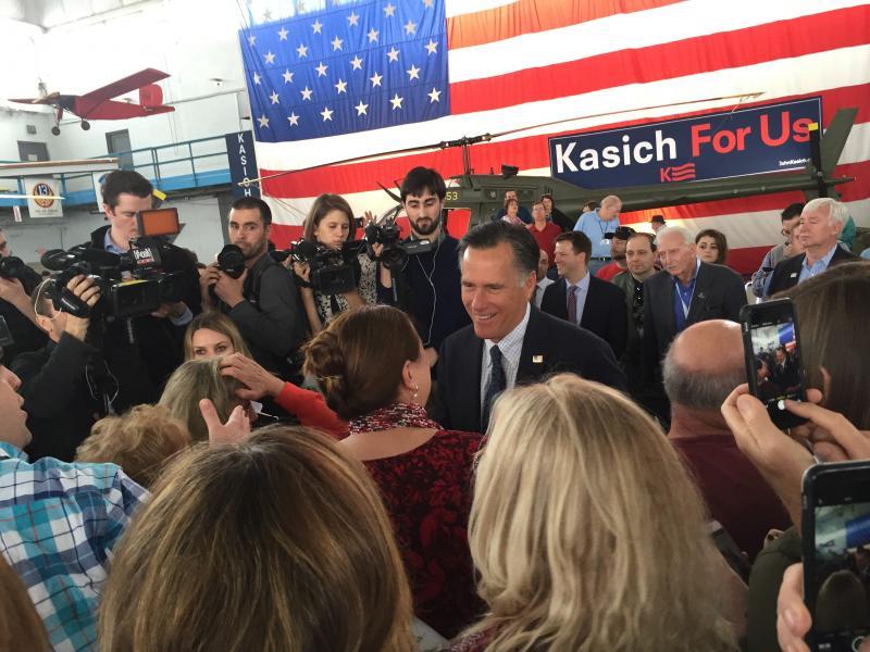 Romney in crowd