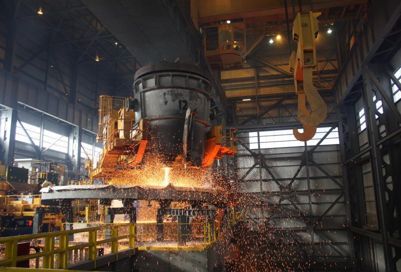 Steelmaking in Northeast Ohio could be hurt in 2017 by downturns in oil and gas drilling and the auto industry.