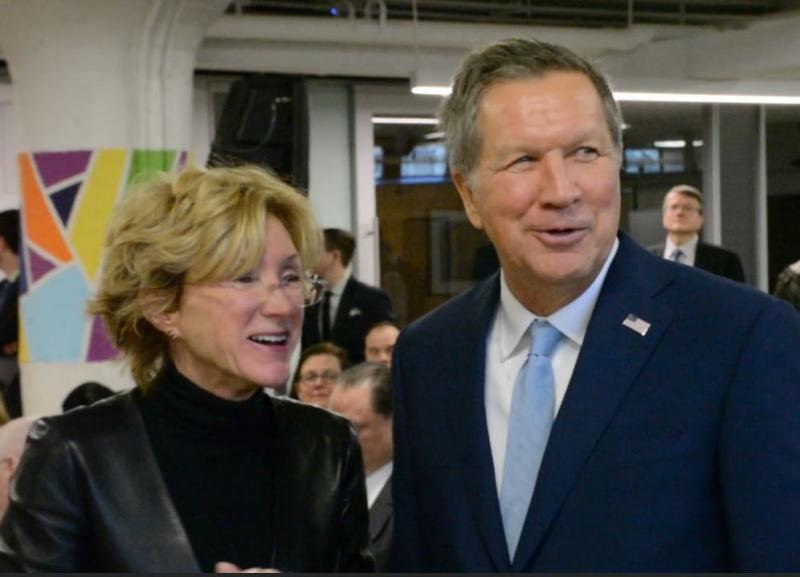 Gov. John Kasich met with Case Western Reserve University President Barbara Snyder while promoting his plans for a new tech institute.