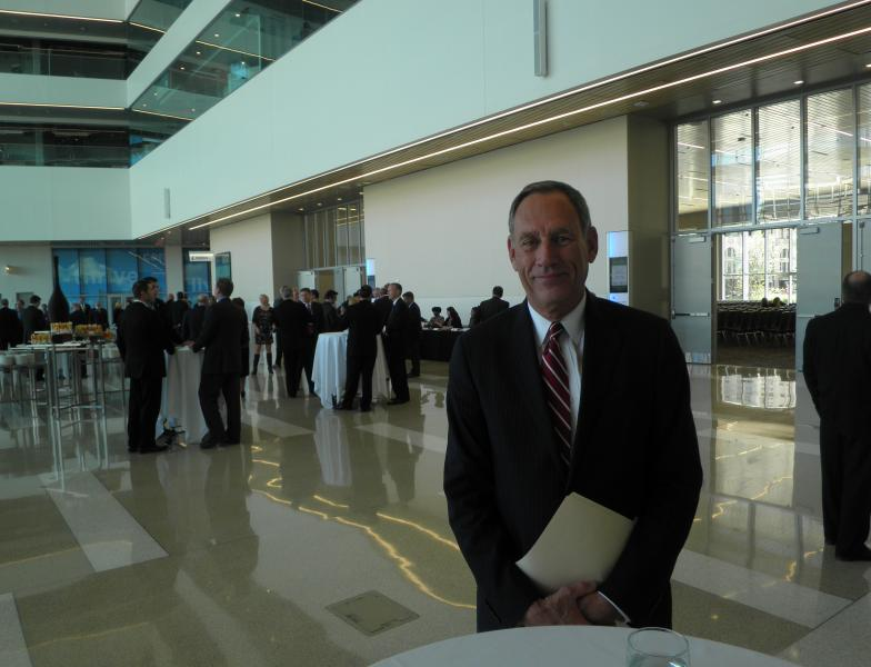 Cleveland Clinic chief Toby Cosgrove is stepping down after about four decades with the institution