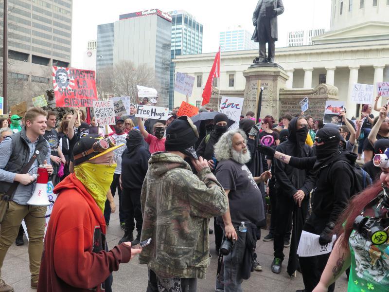photo of anti-Trump protesters