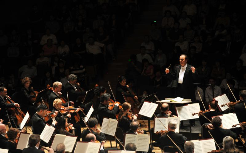 photo of Charles Dutoit and the Philadelphia Orchestra