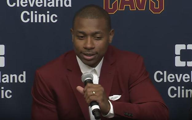 Cavaliers mum on Isaiah Thomas' hip injury during introduction
