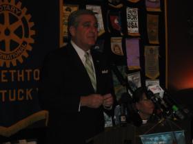 Kentucky Lt. Gov. Jerry Abramson addresses the Elizabethtown Rotary Club.