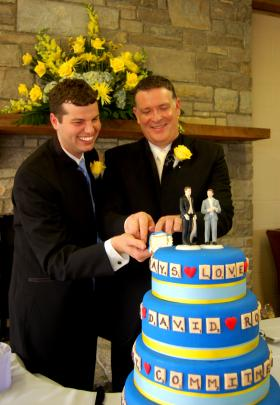 31-year-old Ross Ewing and his partner 46-year-old David Cupps cut the cake during their 2009 commitment ceremony.