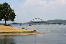 A rendering of the proposed new span over Kentucky Lake.