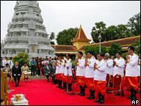 Judges being sworn in for Khmer Rouge tribunals
