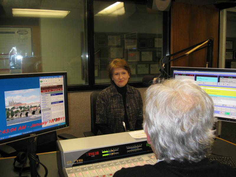 File photo of Secretary of State Elaine Walker talking with Joe Corcoran of WKU Public Radio