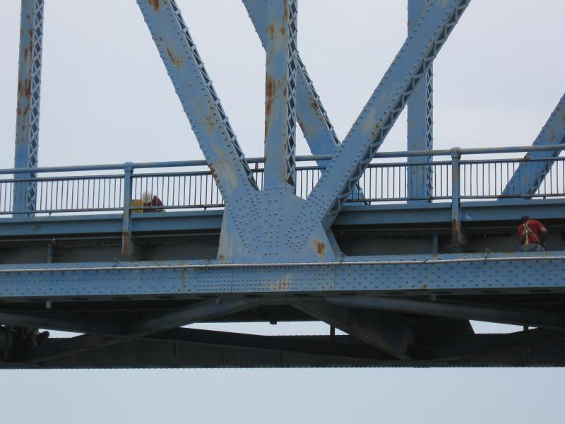 "Workers continue the deck rehabilitation project on Owensboro's ""Blue Bridge\"""