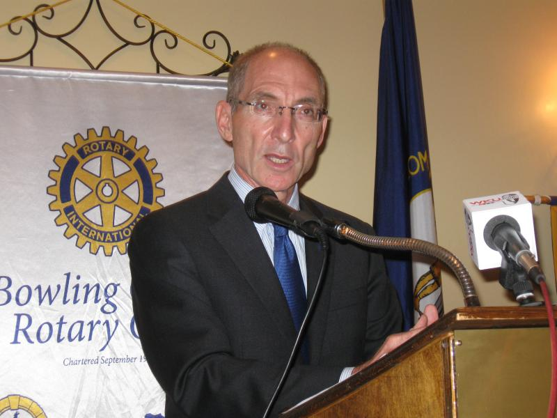 University of Kentucky President Eli Capiluto speaks to the Noon Rotary Club in Bowling Green.
