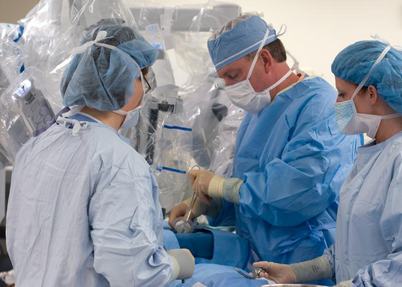 Dr. Brad Cornell and surgical assistants performing dry-run of single-incision gallbladder surgery in Owensboro