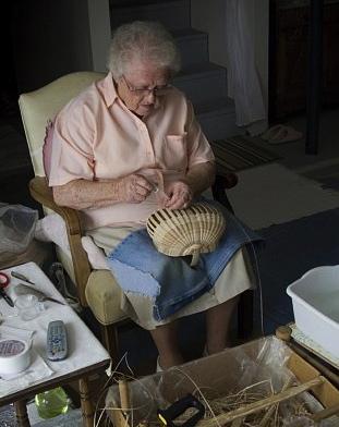Basket maker Leona Waddell