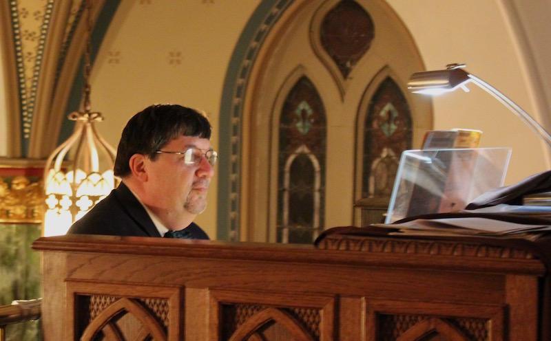 Organist Ken Stein