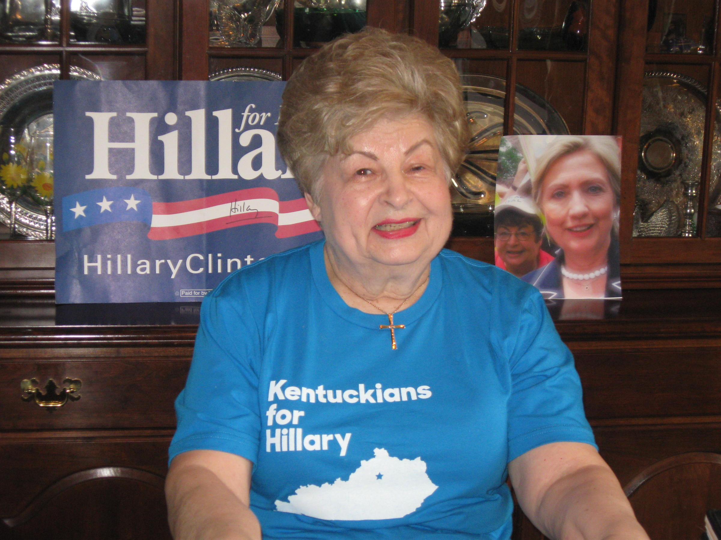 Clinton woos Kentucky voters the day before their primary