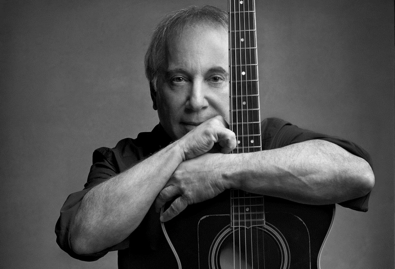 The 75-year old son of father Louis Simon and mother Belle Simon, 160 cm tall Paul Simon in 2017 photo