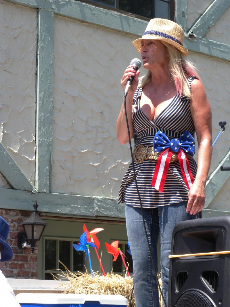 WPPB Radio Host Bonnie Grice welcomed the parade fans.
