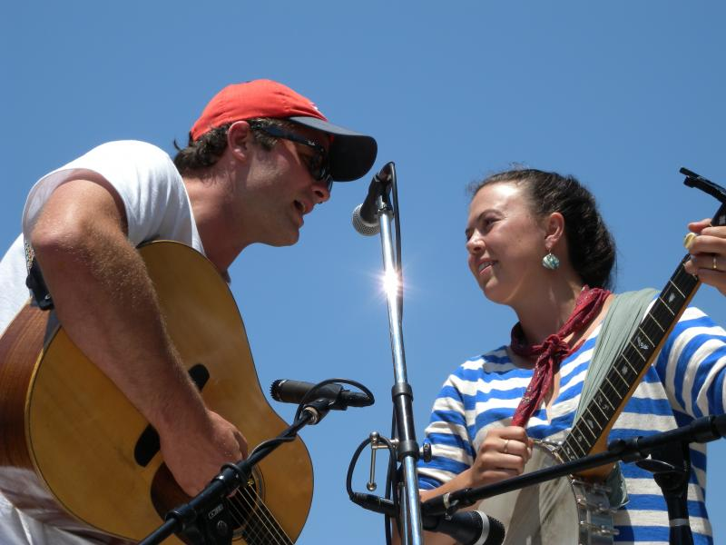 Bennet Konesni and Edith Gawler charmed the WPPB fans with their classic American Roots songs.