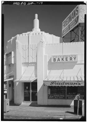 Friedman's Bakery (on the corner of 7th St. and Washington Ave.) circa 1980, before being painted with Leonard Horowitz's design.
