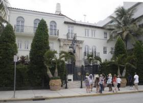 Casa Casuarina, the former Versace mansion on Ocean Drive in Miami Beach, still draws frequent tourists to its front entrance. The property was auctioned Tuesday in a bankruptcy proceeding.