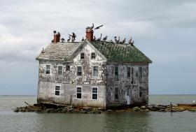 Rising seas is the issue driving Rhode Island Senator Sheldon Whitehouse to tour southern coastal states.