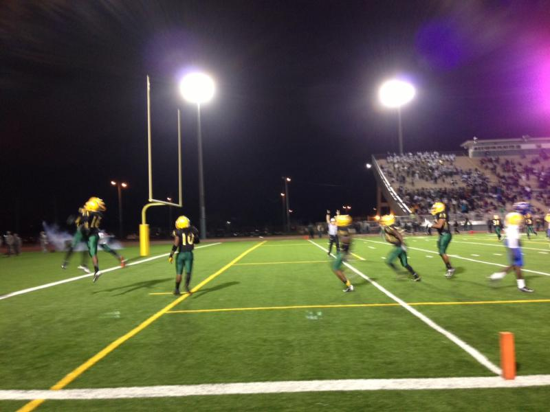 Miami Jackson scores its second touchdown of the game, though eventually losing 21-13