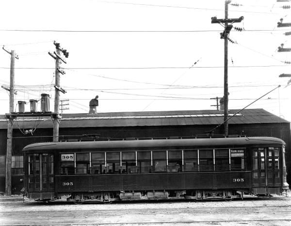 The 305, a streetcar in Miami in April 1926.