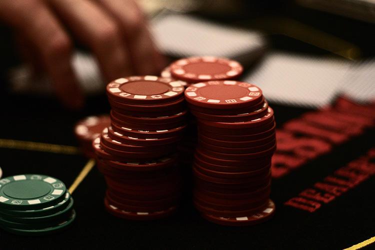 Miami jai alai poker room caisson a roulettes en anglais