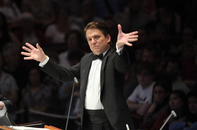 Keith Lockhart conducting