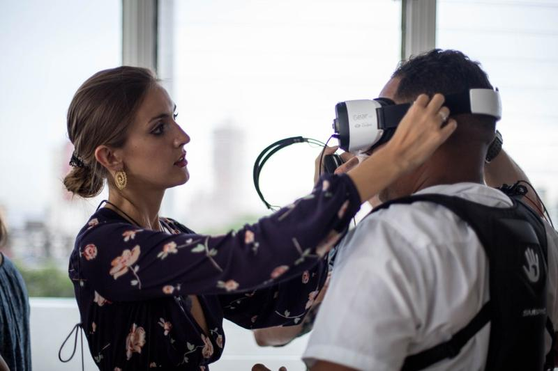 Fifer Garbesi adjust the VR viewer of one of the participants in the recent Virtual relity Film Festival in Havana.
