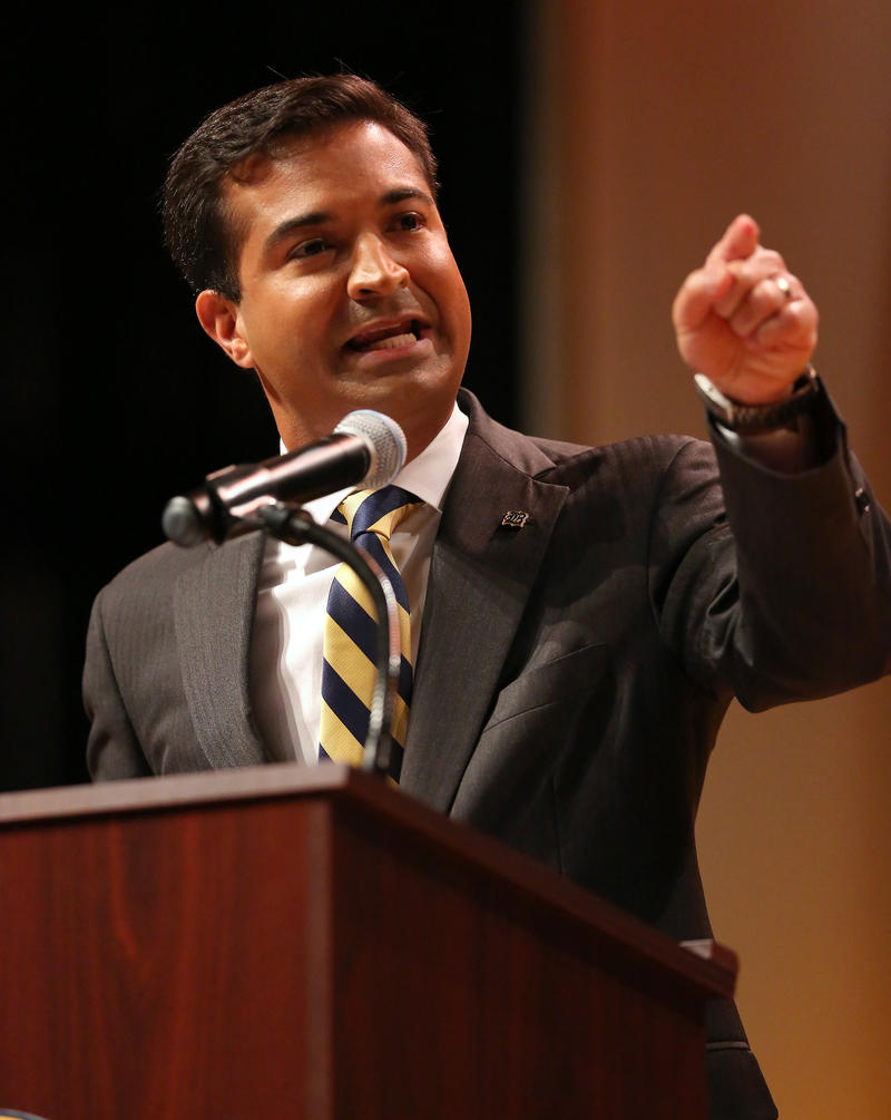 Carlos Curbelo said he will not vote for Donald Trump nor Hillary Clinton.