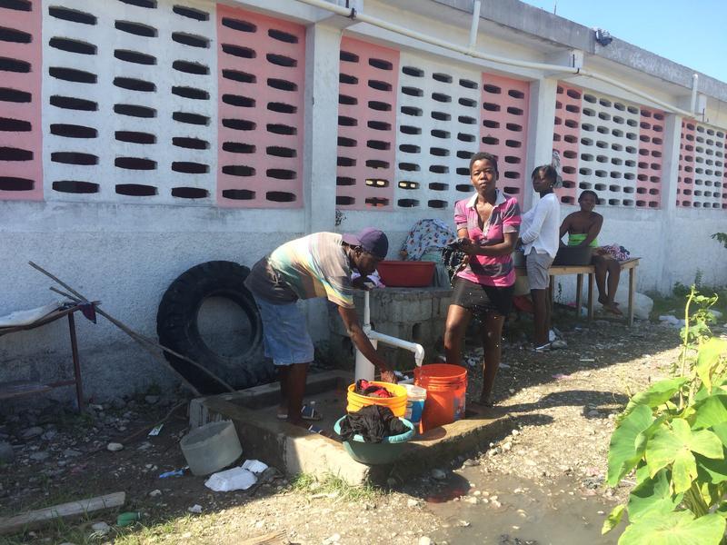 Until school resumed last week, hundreds of residents of Les Cayes took refuge in the Ecole Primaire de St. Anne.