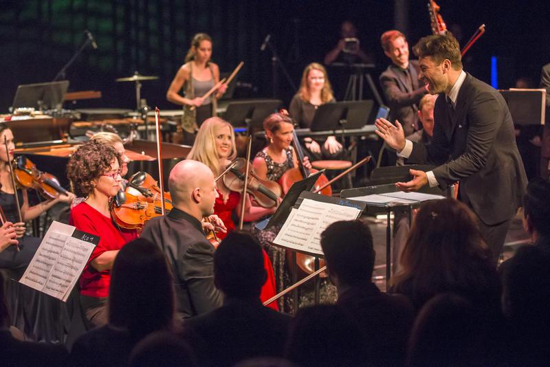 Jacomo Bairos conducts Nu Deco ensemble
