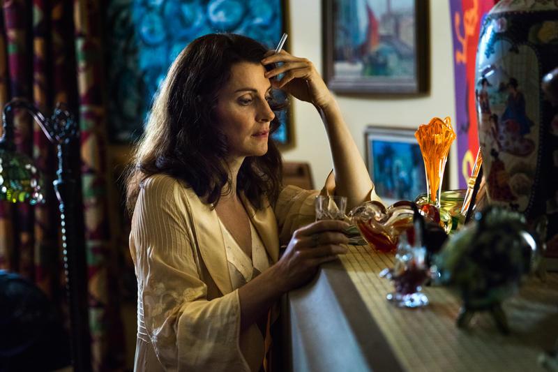 Carolyn Bligh (Sara Wiseman)