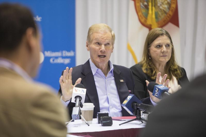 Florida Senator Bill Nelson (center) meeting with Venezuelan expat leaders Friday at Miami Dade College's downtown Miami campus.