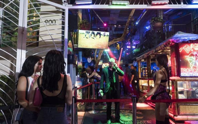 Ocean Drive businesses sue Miami Beach over alcohol hours referendum