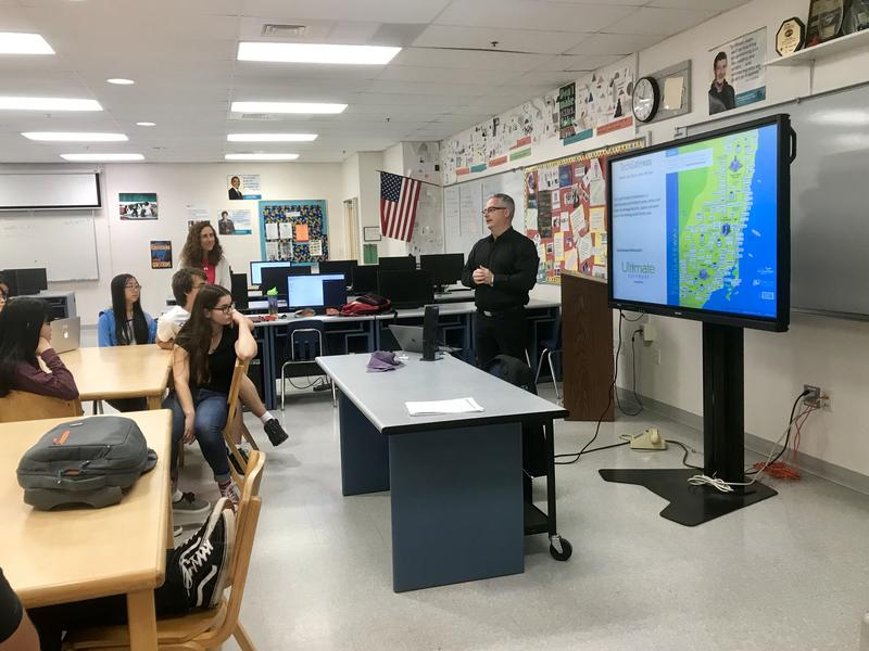 Delray Beach Library Tries To Tackle Tech Learning Curve Wlrn