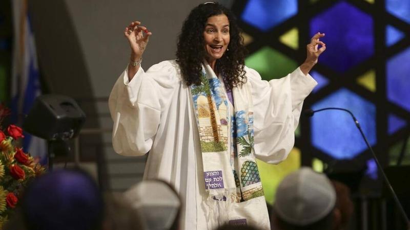 Rabbi Gayle Pomerantz presides over a 2016 celebration of Rosh Hashanah at Temple Beth Sholom in Miami Beach.