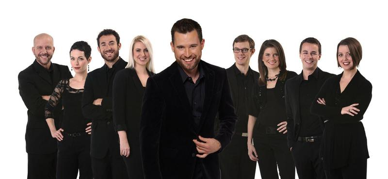 Patrick Dupré Quigley, conductor and artistic director of Seraphic Fire, with the ensemble.