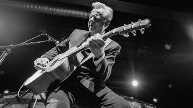 Acoustic guitar instrumentalist Tommy Emmanuel