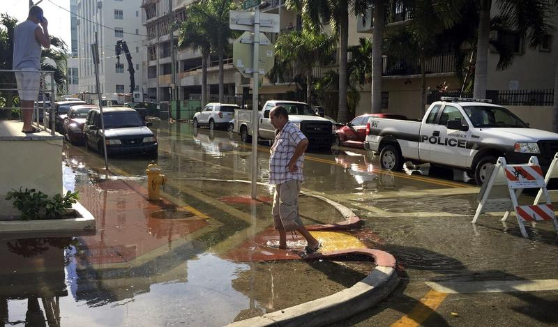 King tide flooding at Indian Creek Drive and 30th Street in Miami Beach in 2015. This year's king tide flooding was milder across South Florida.