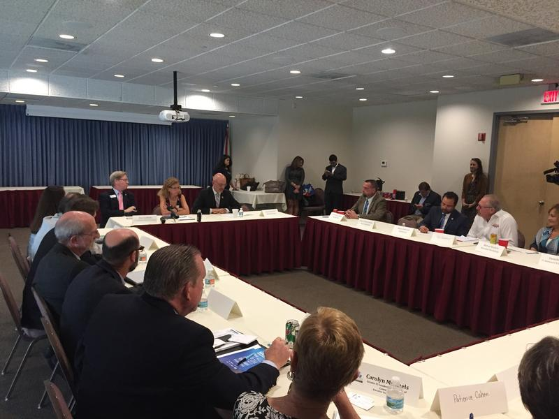 Fort Lauderdale Roundtable Looks For Red Tide Solutions Wlrn