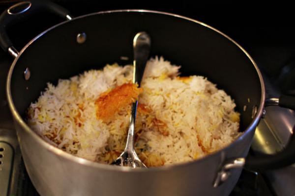 The golden-crusted rice, or tahdig