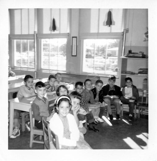 A first-grade, Spanish-language reading class at Coral Way Elementary in 1964. A thermometer on the wall shows that it was cold on that winter day.