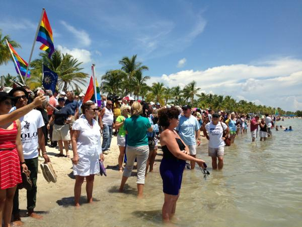 The crowd at Smathers Beach gets bigger as Nyad gets closer.