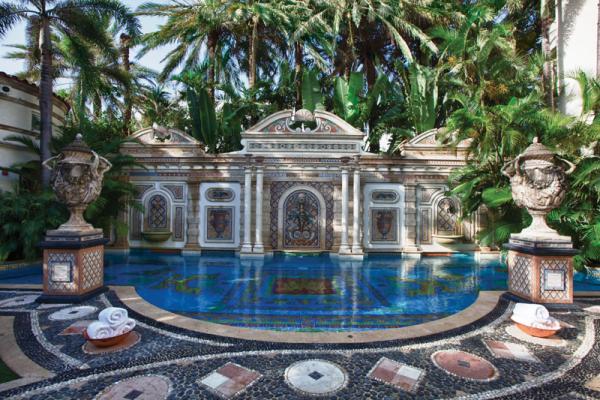 The swimming pool at Casa Casuarina.