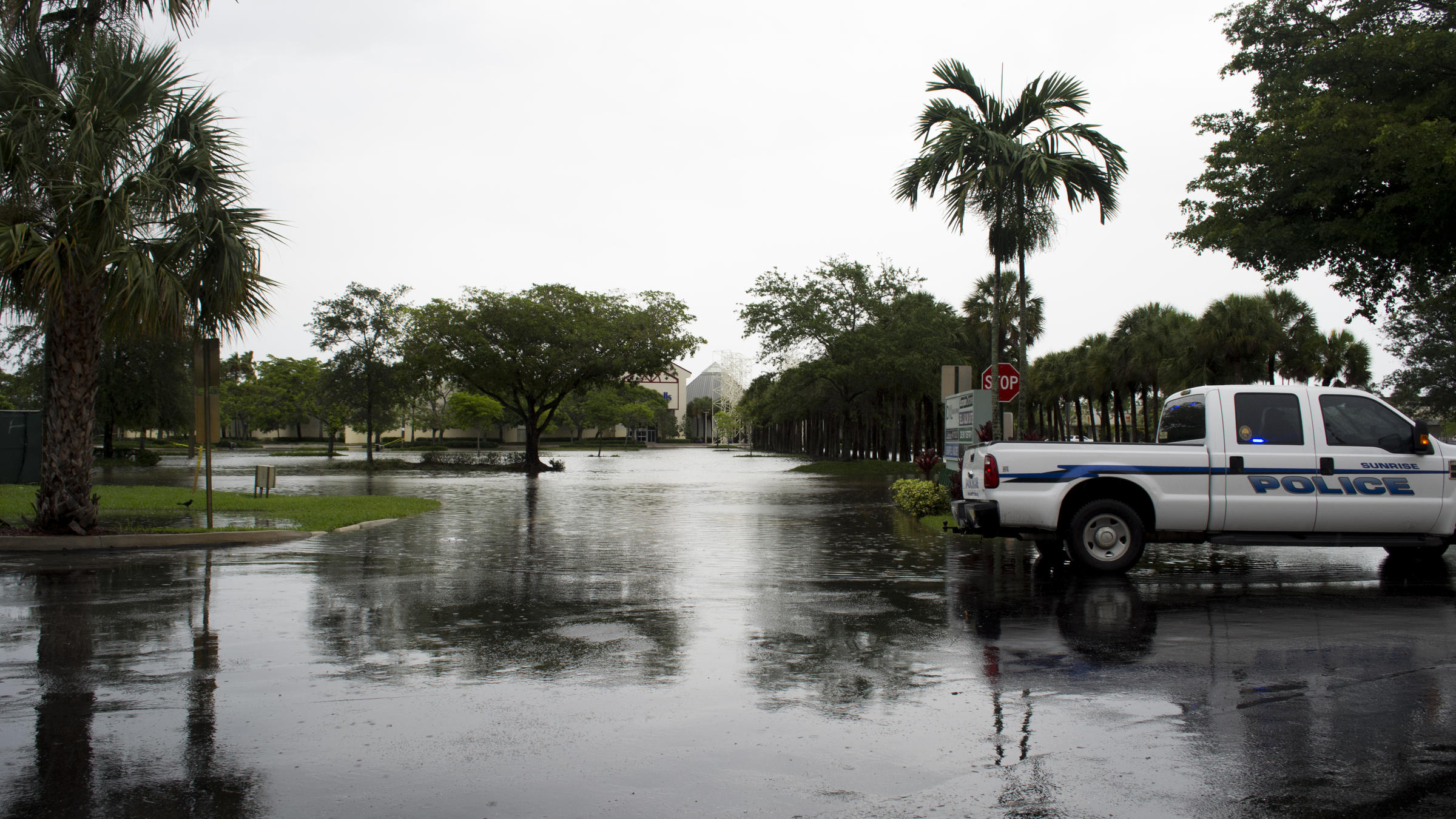 Sawgrass Mills mall in Sunrise closed Wednesday due to flooding