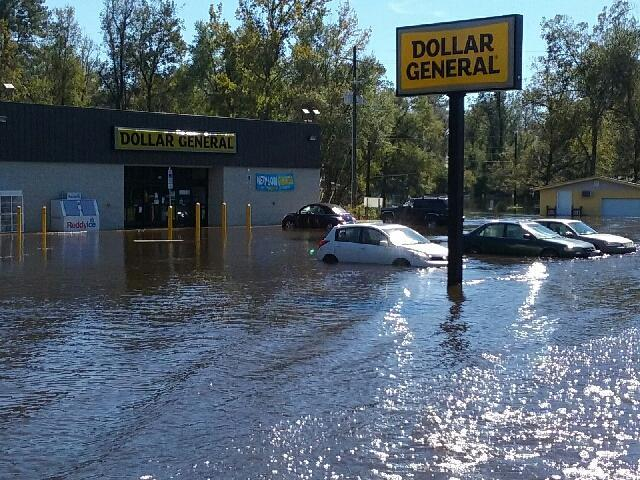 Cars flooded in the parking lot of a Dollar General stoe