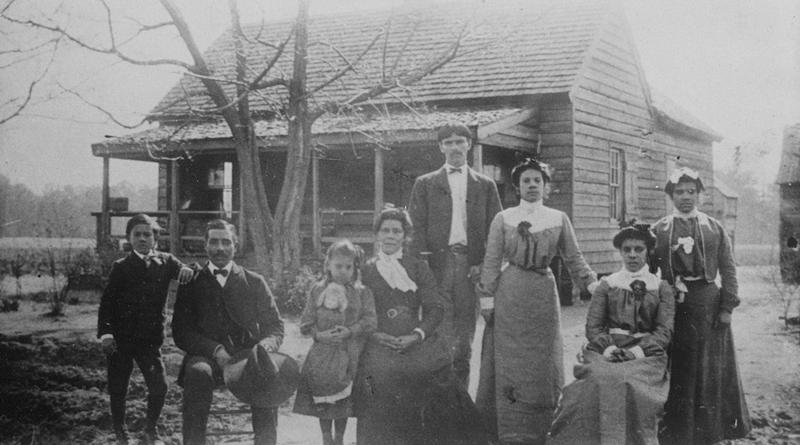 A 1903 photograph of family and relatives of Noah Benenhaley (1860-1939) and his wife, Rosa Benenhaley (1857-1937), both descendants of Joseph Benenhaley.